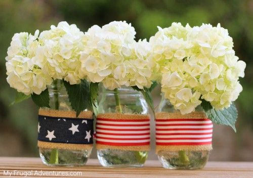 Turn the average mason jar into an adorable patriotic display for this year's Fourth of July with this easy and fun DIY craft.