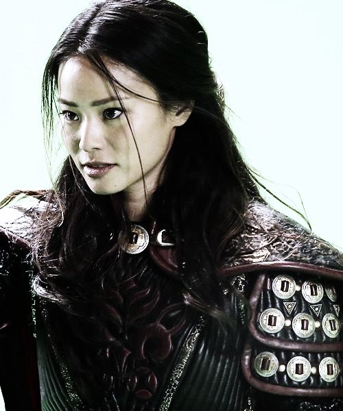 I love seeing legit armor on gals. This will actually protect her, ha ha. Mulan's armor from OUAT.