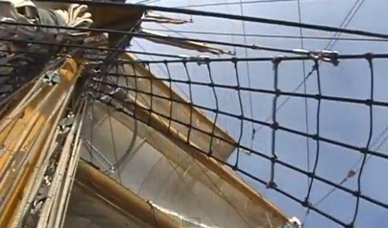 Palo mayor, vergas, velamen, cabos y escalera de cuerdas en el ARC Gloria