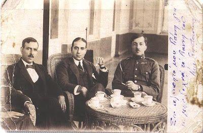 Η αποστολή στον Καύκασο που είχε προηγηθεί του Νίκου Καζαντζάκη. Από αριστερά οι Κωνστανταράκης, Σταυριδάκης και Πολεμαρχάκης. Η φωτογραφία είναι αφιερωμένη στον Γιάννη Καλτσίδη (Αρχείο Χρ. Λευκίδη) (ΑΓΤΖΙΔΗΣ ΒΛΑΣΗΣ, ΕΛΛΗΝΕΣ ΤΟΥ ΠΟΝΤΟΥ-Η ΓΕΝΟΚΤΟΝΙΑ ΑΠΟ ΤΟΝ ΤΟΥΡΚΙΚΟ ΕΘΝΙΚΙΣΜΟ,ΕΛΛΗΝΙΚΕΣ ΕΚΔΟΣΕΙΣ ΑΕ,ΑΘΗΝΑ,2007, σελ. 210)