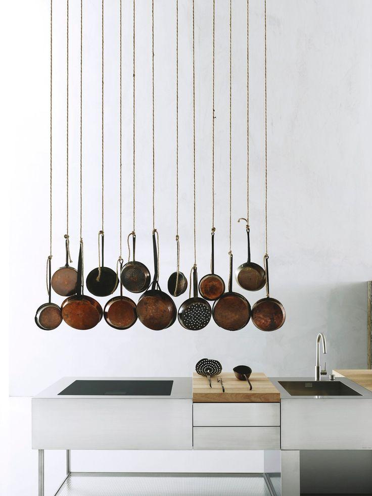 Corian bianco, acciaio inox, legno naturale, vetro industriale - Quattro elementi perfettamente dosati danno vita alla cucina Open di Boffi