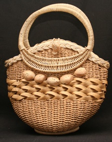 Darling 1950s Woven Straw Summer Bag with Seashells