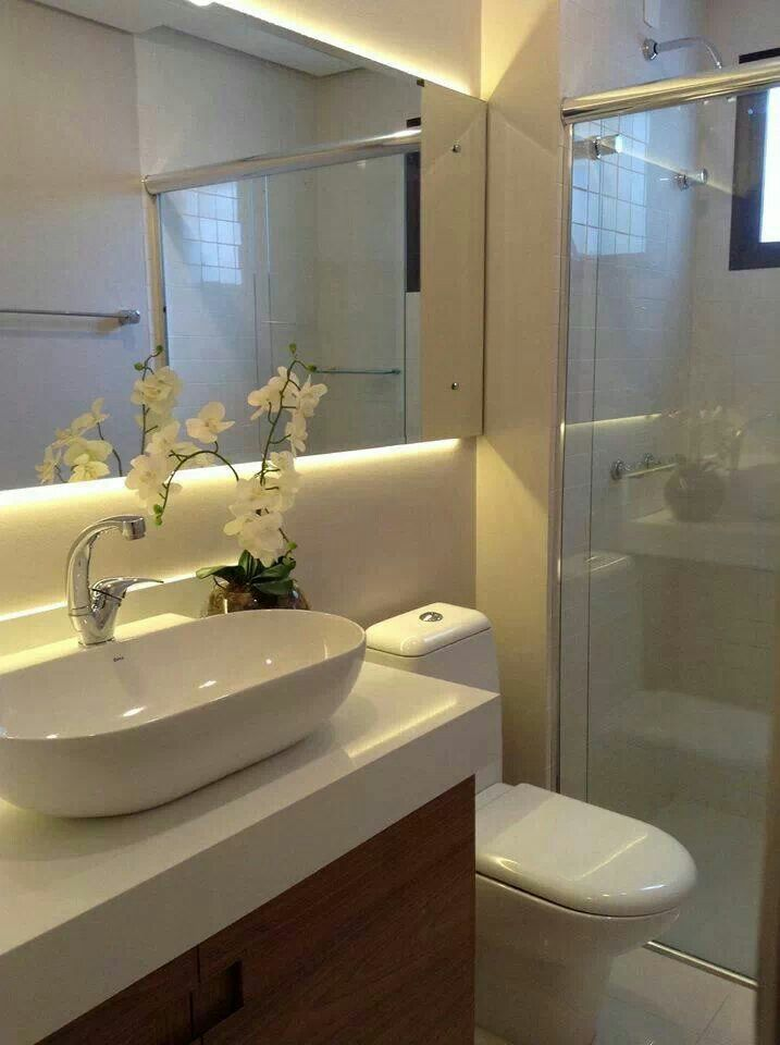 Banheiro Adoramos essa luz atrás de espelho esse tipo de cuba