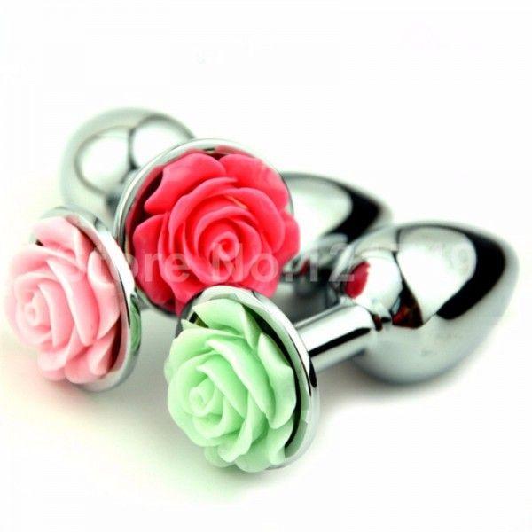 Plug anal médio em metal com flor lápidada em sua base - Plug anal de luxo em alumínio, com formato cônico, feito em alumínio fundido e polido a mão, possui em sua base uma flor lapidada em alto relevo em diversas cores,pode se aproveitar com temperaturas