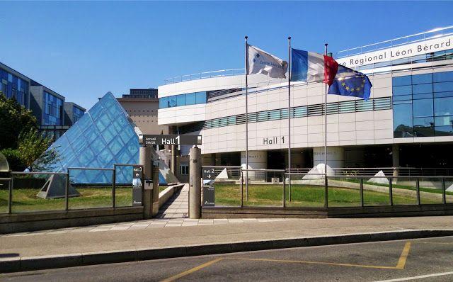 http://isis-signaletique.blogspot.com Signalétique extérieure hôpitaux cliniques - CENTRE LEON BERARD - Hall 1