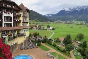 Traumhafter Zugspitz-Panorama-Blick vom wunderschönen #Wellnesshotel Post in Lermoos