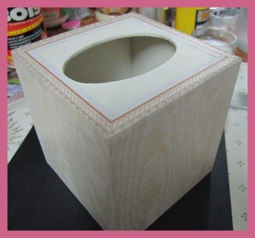 Bonjour copinounoutes Le tuto de la boîte à mouchoirs cube Préparez Une boîte de mouchoirs cube Du carton 4mm d'épaisseur (ou grand calendrier) Crayon, règle, cutter, colle, papier gommé( bandes de kraft 3cm) Etape 1 Coupez comme indiqué Si vous utilisez...