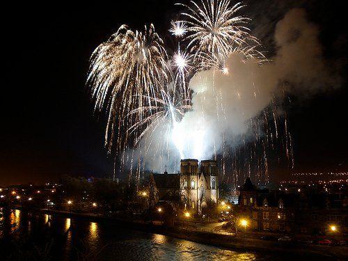 Saltire Fireworks at www.edinburghbridesweddingguide.com