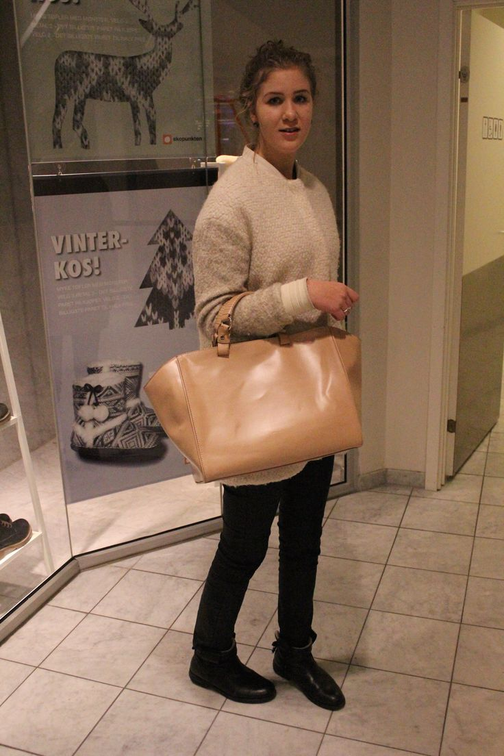 jacket from Pull and Bear, bag and pants from Zara and shoes from Burin