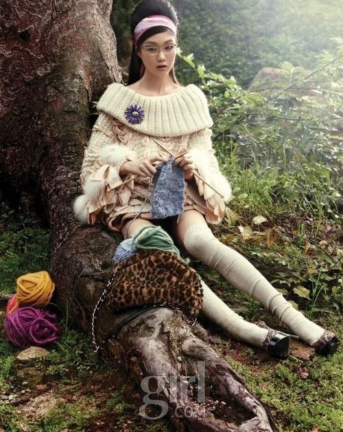 Ah, doesn't knitting looks so amazingly relaxing and cool?Tricot Vogue Knits, Knits Inspiration, Knits Crochetquiltinghobbi, Knits Fashion, Details Knits, Sweaters Girls, Clever Photos, Photoshoot Ideas, 2010 Editorial