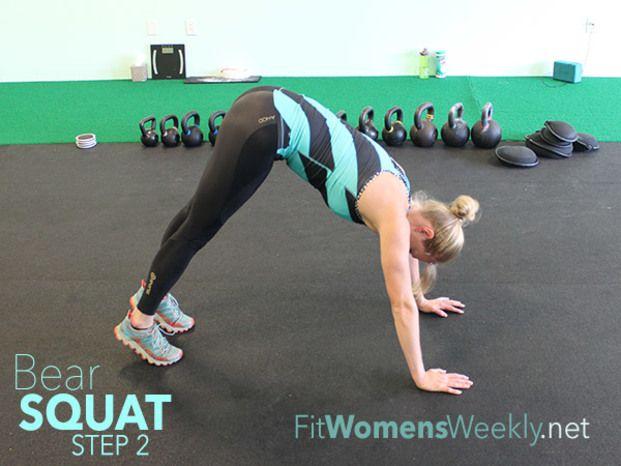脳殺セクシーボディを作る「ベアースクワット」のススメ♡ - Locari(ロカリ)2、息を吐きながら腰を上にぐっと上げます。背中は真っ直ぐ。膝がしっかり伸びるように意識しましょう。  出来る方はこの姿勢をキープしてみて。