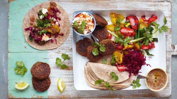 Une recette de wraps de falafels, légumes grillés et salsa, présentée sur Zeste et Zeste.tv