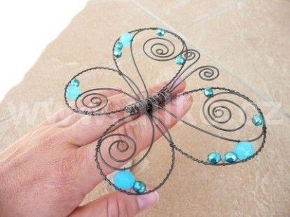 Drátovaný motýl