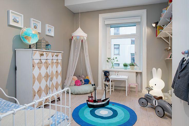 Трехкомнатная квартира для семьи в Швеции Уютные детские
