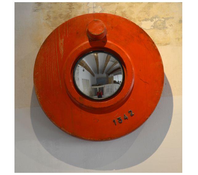 #Espejo #convexo de #AlejandrodelaTorre de 14 cm. Ø, realizado con molde industrial de madera. 38x38x7,5 cm. #convex #mirror #mirall #diseño #design #disseny #barcelona