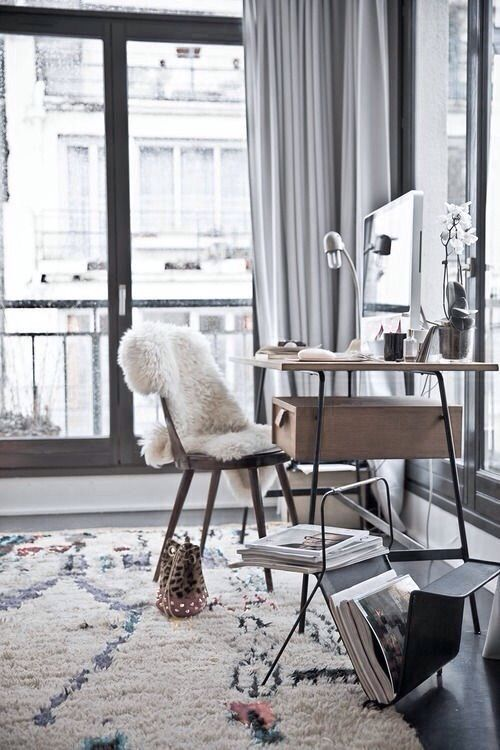 Love the sheepskin on the chair and the desk. #UOonCampus #UOContest