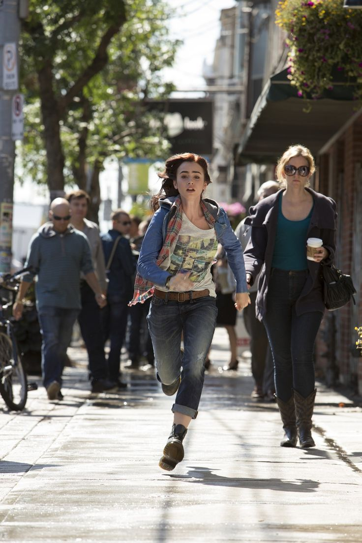 Lily Collins as Clary Fray running to her house. The Mortal Instruments: City of Bones #TMIMovie