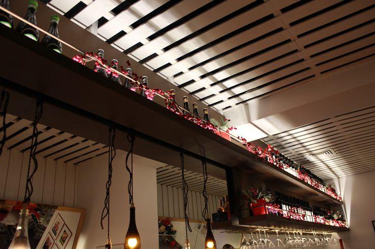 Decoracion de navidad en la barra principal  del restaurante Forte en Madrid (2015)   #decoracionnavidad #navidad #christmas #natural #decoracionesunicas #coronasdeadviento #abeto #lucesdenavidad #decoraciondenegocios #decoracionoriginal #decoracionderestaurantes #decoraciondeeventos #decoracionesnaturales #design #leavesdesign