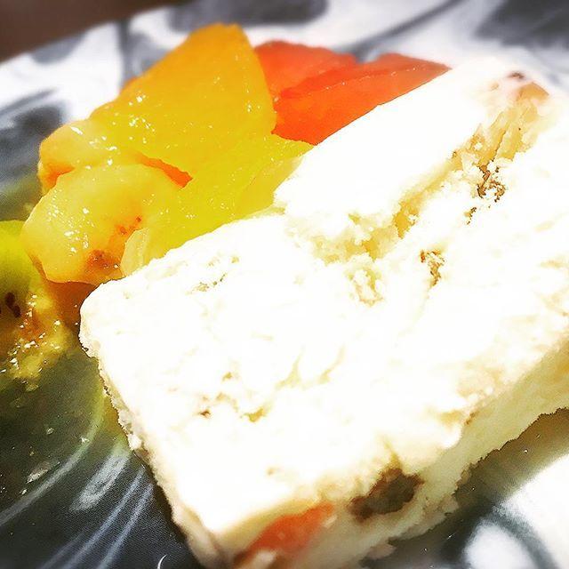 さっぱり系のアイスケーキ✨ カッサータという、イタリアンデザート🇮🇹 ナッツ、ラムレーズン、チョコの入ったデザートに、甘みのあるフルーツ添え。 ラム酒漬けレーズンが大好きな私にとっては、すごくラッキー🤞✨✨ #ランチ#イタリアン#新宿#穴場#穴場レストラン#新宿イタリアン#トラットリア#グリル#肉#豚肉#牛肉#スペアリブ#ボリューミー#お腹いっぱい #野菜 #夏野菜#lunch#italian#shinjuku#quont#tratoria#beef#spairribs #volum #vesitables #full