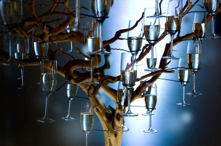 champagne boom:  zelf maken, mooie tak, dik ijzerdraad, champagneglazen