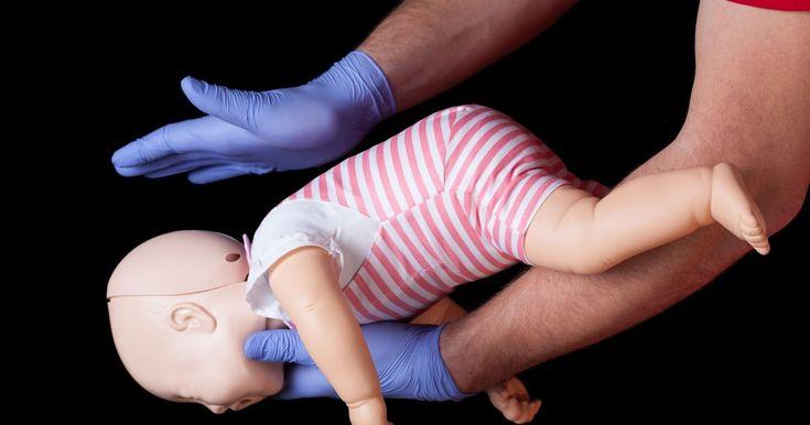 Video - ako zachrániť dieťa, ktoré sa dusí? Pomoc musí prísť do troch minút.