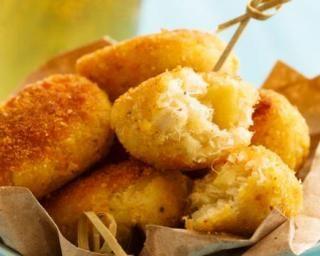 Petits beignets d'emmental allégés : http://www.fourchette-et-bikini.fr/recettes/recettes-minceur/petits-beignets-demmental-alleges.html