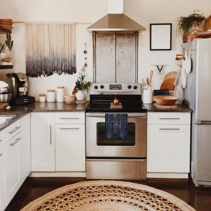 25 Best Ideas About Small Apartment Kitchen On Pinterest: Best 25+ Bohemian Apartment Ideas On Pinterest