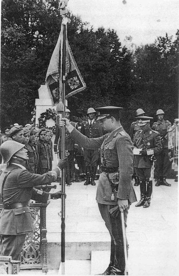 M.S. Regele Mihai al României încredințând drapelul unei unități militare - anii '40  HM King Michael I of Romania awarding the battle flag to a military unit - in the 1940s