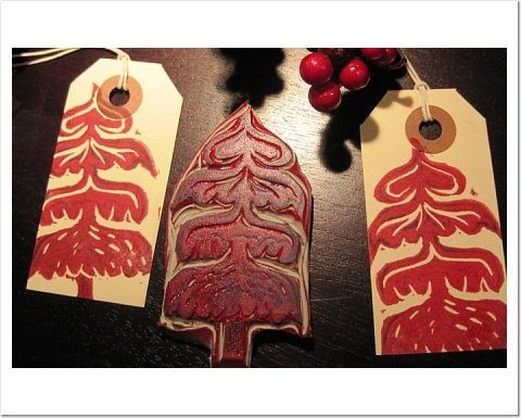 printmaking: Hey I can use some Stamps I already own to make my own gift tags this way.