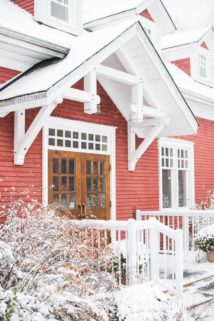 Stephanie Beach Photography captured our gorgeous red building amongst a beautiful blanket of snow.  Venue: www.templessugarbush.ca Photo Credit: www.stephaniebeachphotography.com