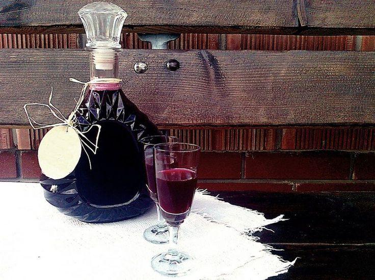 Рецепты домашних ликёров из черноплодки на водке, спирту и самогоне. Рецепт ликера из черноплодной рябины с вишневыми листьями, с пряностями и прочими добавками