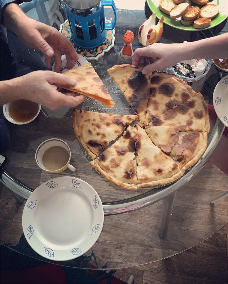 Family dinner, Pie