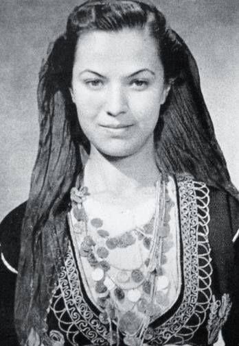 """Η """"Μόνα Λίζα της Κρήτης""""… Φωτογραφία 1939, Nelly's (Έλλη Σουγιουλτζόγλου-Σεραϊδάρη), από την συλλογή του Ιστορικού Αρχείου Κρήτης!"""