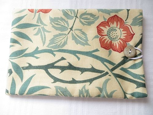 Kindle Tablet Sleeve in Wm Morris Sweetbriar design.