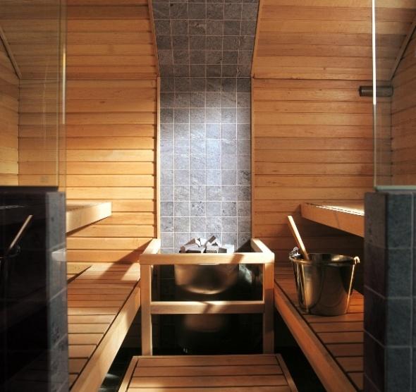 Sauna tuulikivi with tile wall