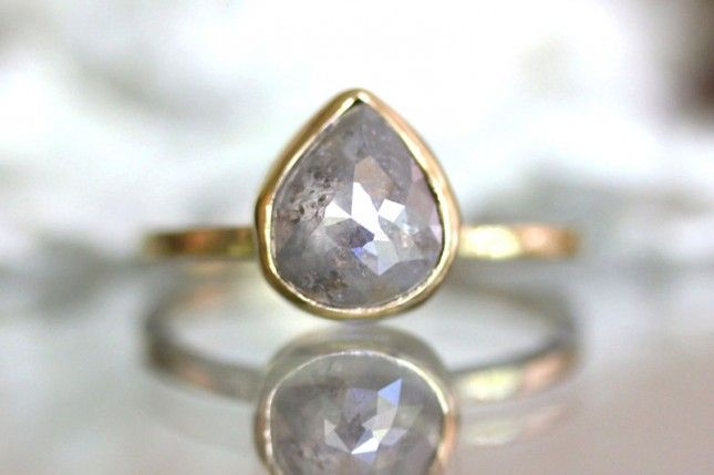 How serene is the setting on this teardrop white gray diamond?