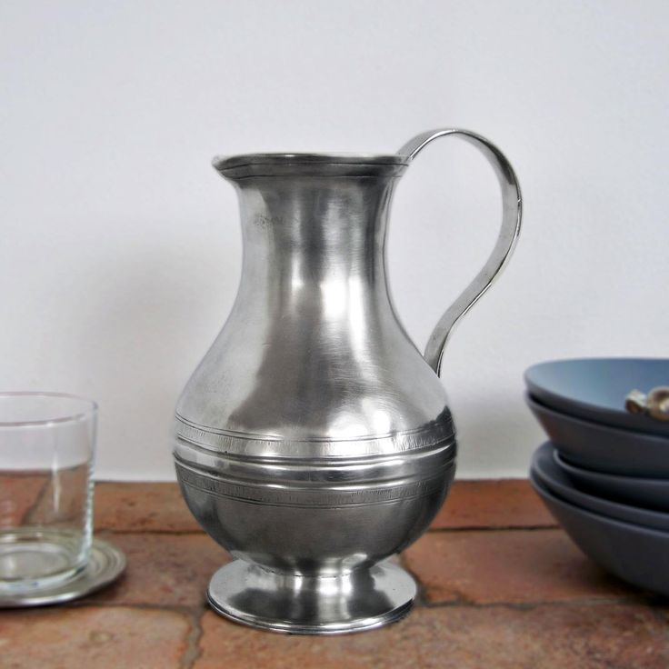 Pewter Pitcher - Height: 22 cm (8,7″) - Food Safe Product - #jug #pitcher #pewter #brocca #caraffa #peltro #krug #zinn #zinnkrug #étain #etain #peltre #tinn #олово #оловянный #tableware #dinnerware #drinkware #table #accessories #decor #design #bottega #peltro #GT #italian #handmade #made #italy #artisans #craftsmanship #craftsman #primitive #vintage #antique