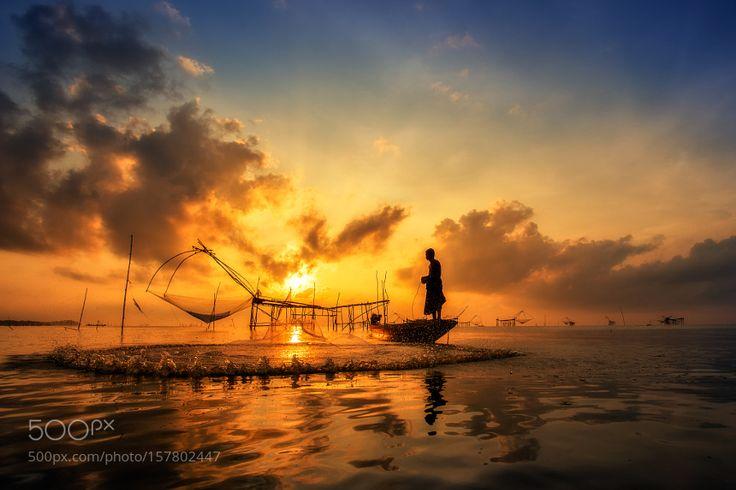 Asia Fishermen by Santiphoto