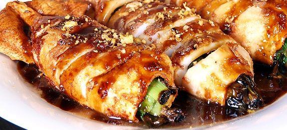 Καλαμάρια γεμιστά με ρύζι στην κατσαρόλα