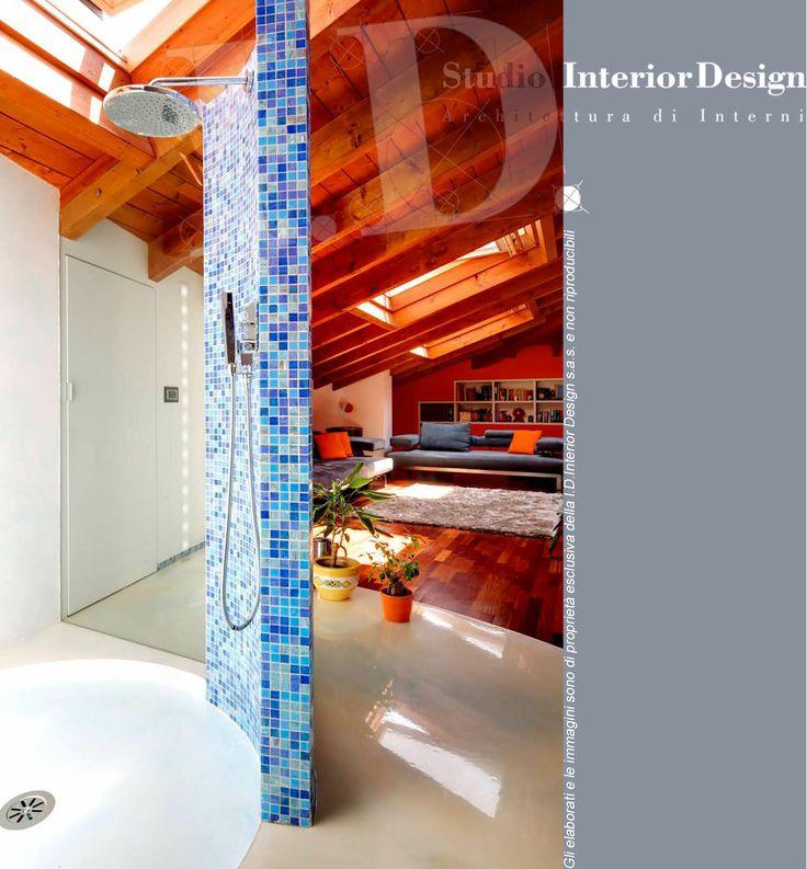 Doccia design con parete curva  mosaico  www.studiointeriordesign.it