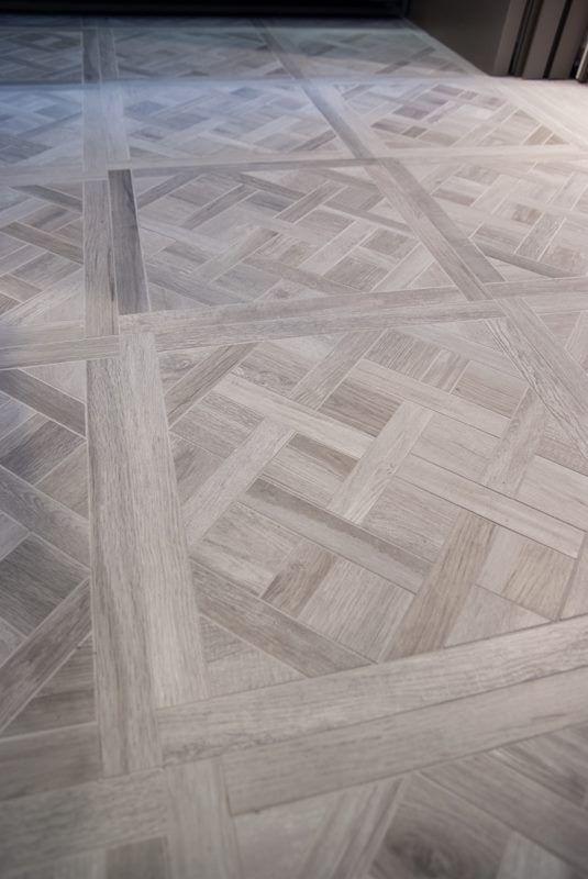 Patroontegels van keramisch hout. Hier een white wash versie.