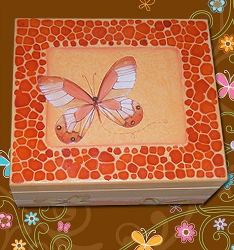 Caixa com textura, decoupage e técnica jacarelado. Box with texture, and decoupage technique jacarelado.