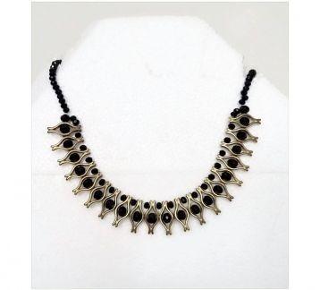 siyah kristal kolye