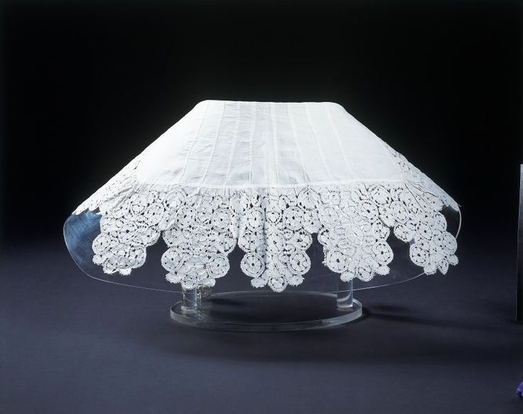 Honiton, England (probably, made).  Date: 1630-1640 (made).  Artist/Maker: Unknown (production).  Materials and Techniques:  Linen, edged with bobbin lace, with tassels of knotted linen thread