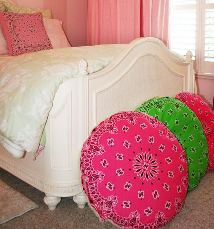 Floor Pillows Joannes : DIY Round Paisley Pillows Craft with Jo-Ann Pinterest Pillows