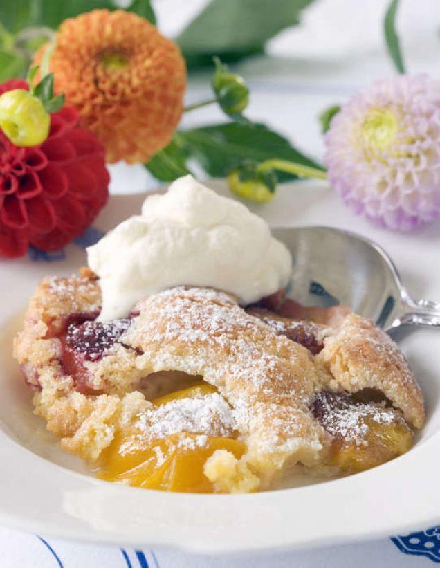 Gammaldags plommonkaka som kan serveras såväl ljummen som kall med glass eller vispgrädde men pudrad med florsocker!