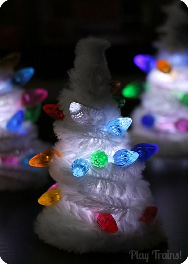 Christmas Fine Motor Activity: Light Up Pipe Cleaner Christmas Tree for Small Worlds from Play Trains!