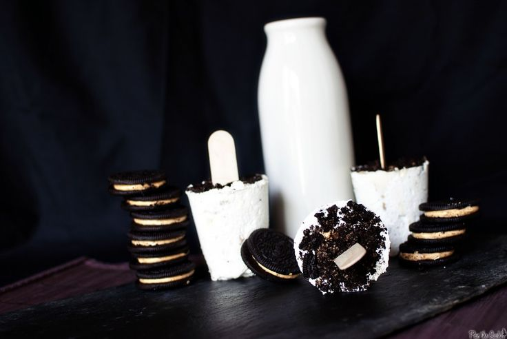 Peanut Butter Oreo Popsicles- Made with Whipped Cream, Cream Cheese & Oreo Cookies. :)