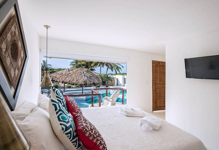 Suite Avista over the pool.