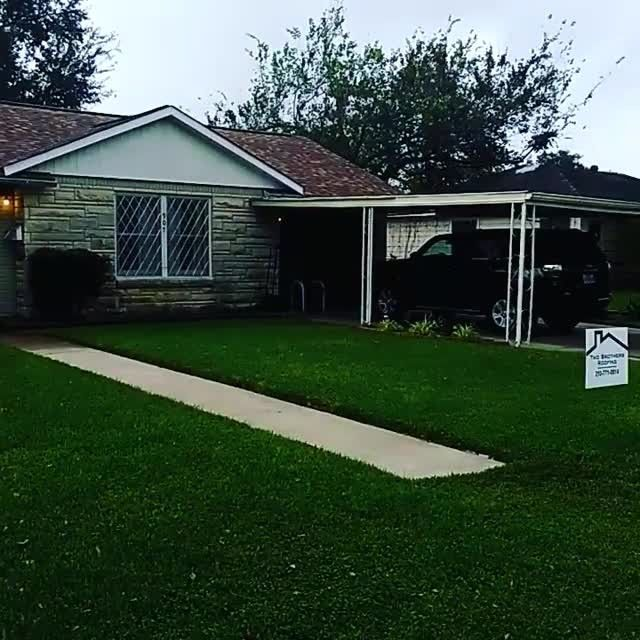 The overcast sky just doesn't do it justice but look at that beautiful roof! Featuring Reshawn Shake Max Def! Give us a call today 210-771-0914  #roofing #reroof #hurricaneharvey #hurricane #construction #freeestimates #estimate #victoria #harvey #certainteed #shinglemasters #insurance #claims #homeowner #shinglerepair #repair #hail #haildamage #generalcontractor #co tractor